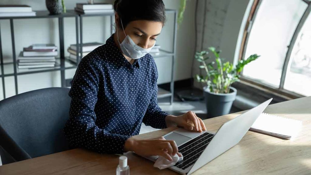woman_cleaning_workstation-1024x576