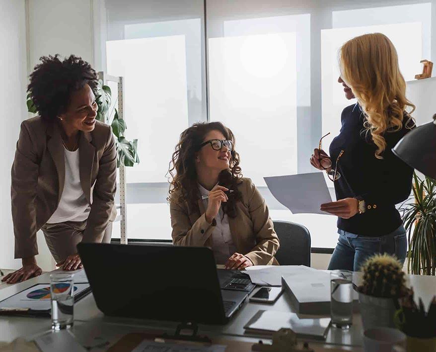 women-talking-in-office